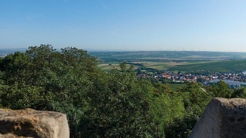 Blick vom Lonsheimer Aussichtsturm auf der Hemm