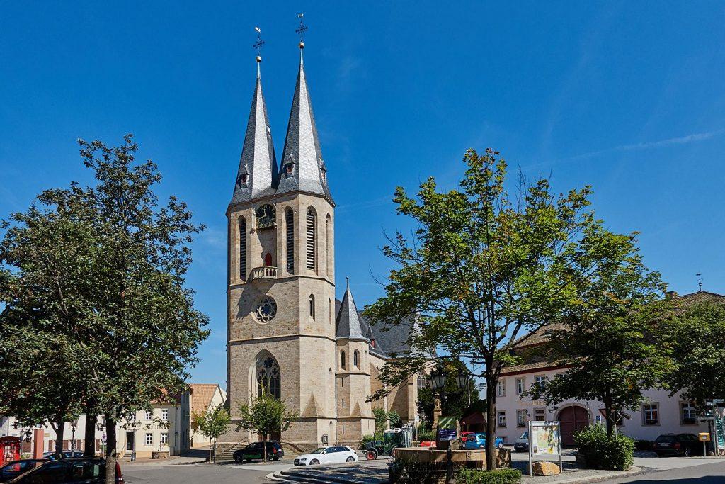 Marktplatz und evangelische Kirche Flonheim