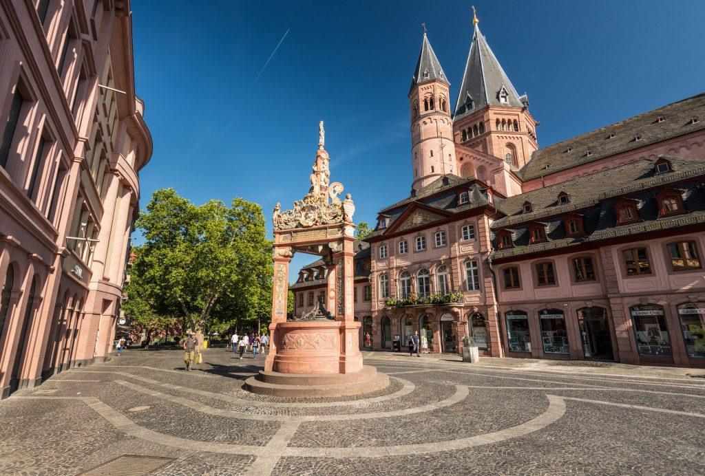 Mainz Domplatz mit Dom am RheinTerrassenWeg